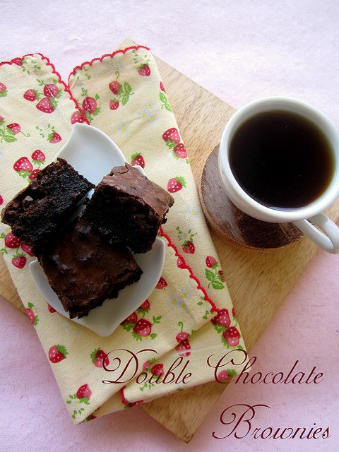Double Chocolate Brownies and All You Need to Know About Microwave Baking – Guest Post